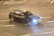 Podezřelé vozidlo Audi A6 tmavé barvy, kterým se mohli pohybovat pachatelé loupeže v klenotnictví.