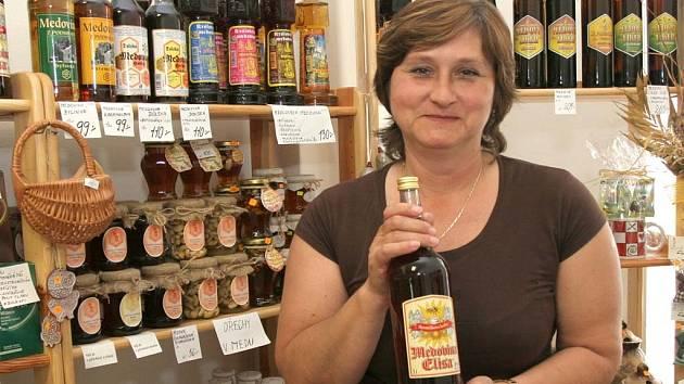 Ludmila Schellová se věnuje včelím produktům.