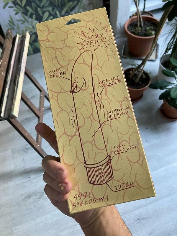Vibrátory pomaloval brněnský malíř Jan Gruml. Poputují na dobročinné účely.