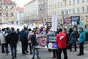 Až dvě stě lidí běželo s transparenty centrem města Brna na podporu prezidentského kandidáta Jiřího Drahoše.