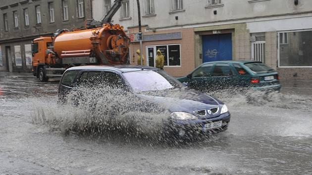 Zatopená část ulice Cejl v Brně.