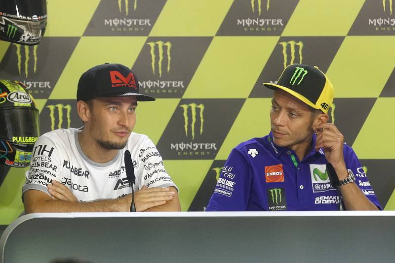 Tisková konference s jezdci Moto GP - zleva Karel Abraham a Valentino Rossi.