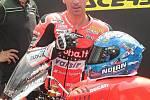 První superbikový závod startoval natřikrát. Ovládl ho suverénní jubilant Rea. Na snímku Marco Melandri - ITA.