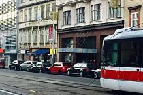 Přetržené trolejové vedení v Lidické ulici.