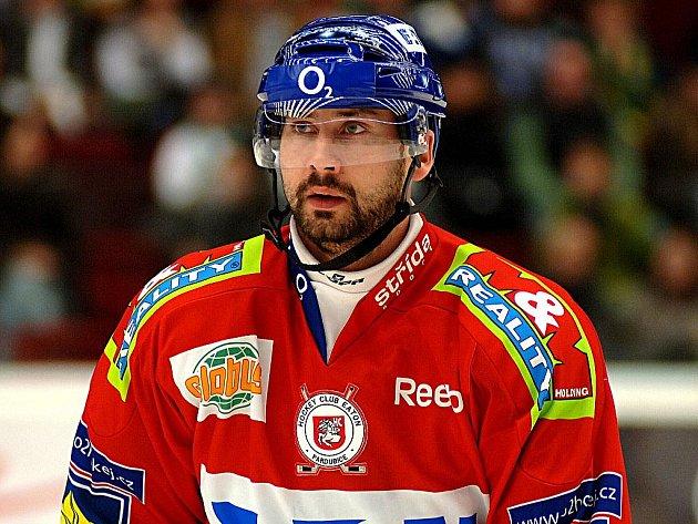 Hokejový útočník Tomáš Divíšek ještě v pardubických barvách.