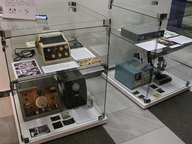 Syn fyzika Heyrovského Michael Heyrovský představil Brňanům Nobelovu cenu.