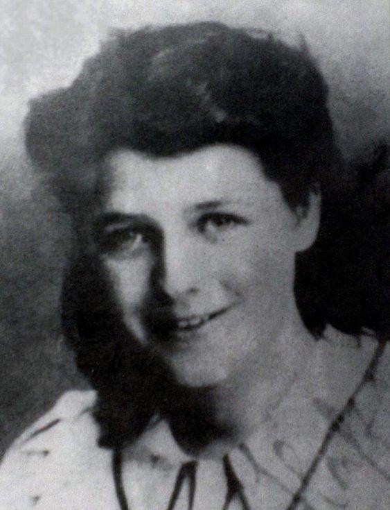 V Brně položí dalších šest kamenů zmizelých. Připomenou i hrdinství dvou bratranců. Na snímku: Kateřina Haftlová.