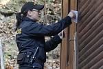 Policejní kontrola v chatové oblasti u Čučic na Brněnsku.