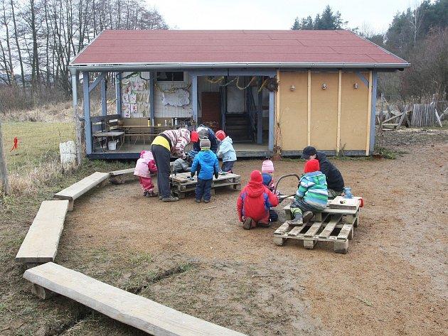 Den otevřených dveří v lesní školce.