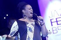 Dianne Reevesová označovaná jako jazzová královna a největší jazzová zpěvačka současnosti poprvé vystoupila v Brně.