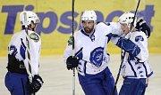 V šestém přípravném duelu si brněnští hokejisté (uprostřed Tomáš Svoboda) připsali třetí výhru. Extraligového rivala z Vítkovic pokořili 8:2.