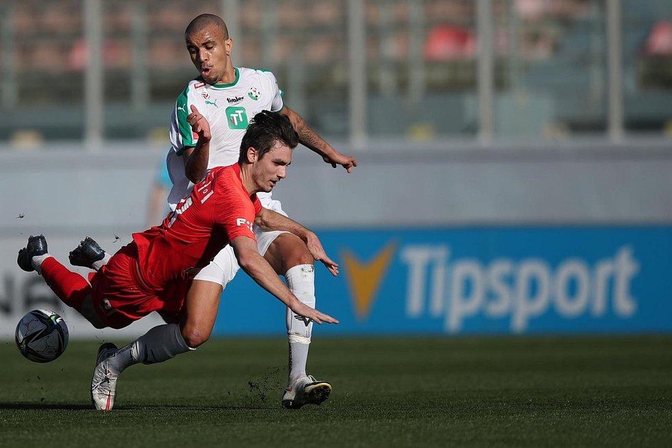 Fotbalisté Zbrojovky Brno (v červeném) se v semifinále Tipsport Malta Cupu utkali s WSG Swarowski Tirol.