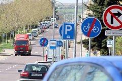 Ve Znojmě v ulici 28. října je větší počet dopravních značek těsně za sebou. Vede tam cyklostezka, a proto se v ulici nachází často značky Začátek stezky pro cyklisty a Konec stezky pro cyklisty. Podle odborníků řidič větší počet značek nevnímá.