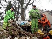 Rozšíření problémového dopravního špuntu v brněnské Žabovřeské ulici předchází v těchto dnech úklid a příprava okolí na stavbu, která může začít už příští rok.