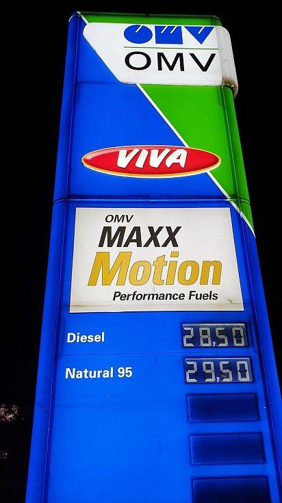Ceny pohonných hmot na čerpací stanici OMV ve Sportovní ulici v brněnském Králově Poli, 2. března 2021.