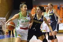EuroCup žen mezi domácí KP Brno v bílém (Sarah Beránková) a Nantes Reze z Francie