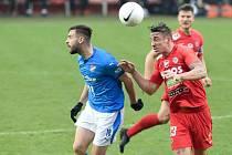 Jakub Šural v červeném v zápase proti FC Baník Ostrava.