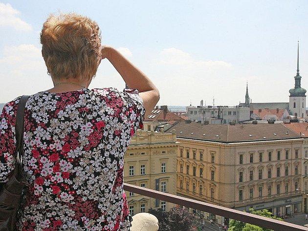 Návštěvníci krajského úřadu si mohli ze střechy prohlédnout Brno.
