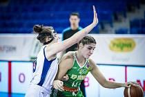 Basketbalistky KP Brno (v zeleném) vyzvou v semifinále Českého poháru Chomutov.