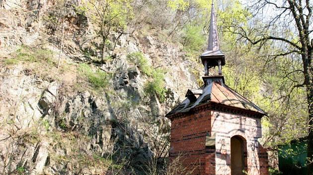 Kaplička zasvěcená svatému Antonínu Paduánskému, autor Hugo Prochaska.