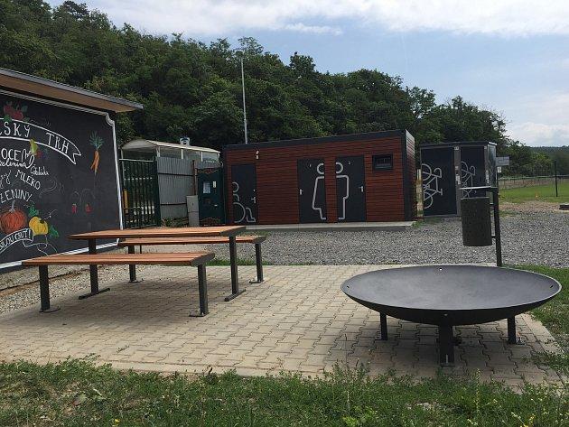 VMokré-Horákově otevřou nový bikepoint. Cyklistům ipěším nabídne veřejný gril, uzamykatelné boxy a toalety.
