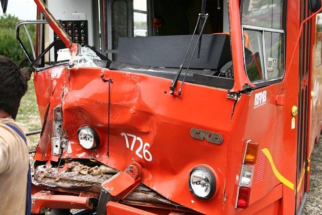 Nehoda tramvají ve smyčce v brněnském Starém Lískovci.