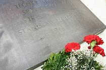 Dvaačtyřicet let od smrti Danuše Muzikářové a Stanislava Valehracha si v neděli připomněli lidé v Brně. Muzikářová a Valehrach zemřeli 21. srpna 1969. Při protestech proti pobytu armád Varšavské smlouvy, které přišli do Československa o rok dříve.
