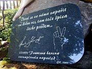 Pamětní deska Franty Kocourka.
