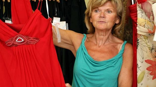 Salon Passend Edwin nabízí ženám společenské šaty pro řadu příležitostí.