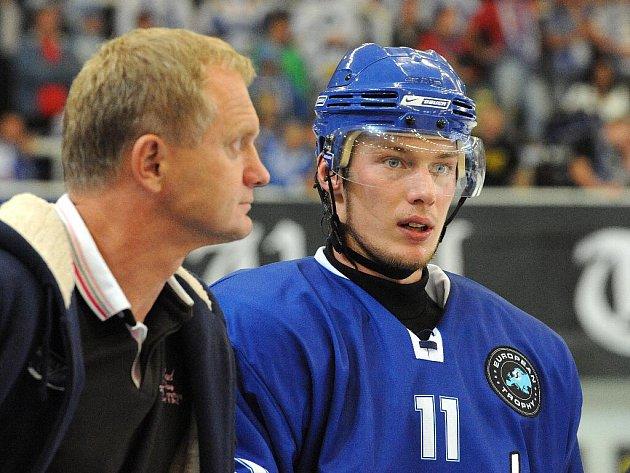 Hokejista Komety Brno Miroslav Holec (vpravo).