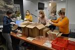 Dobrovolníci v Rousínově zajistili roušky pro starší obyvatele města.