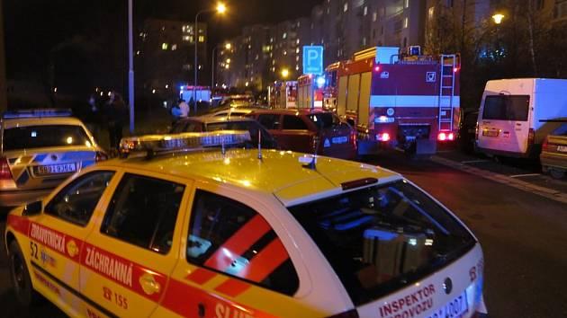 V osmém patře panelového domu v brněnské Svážné ulici hořelo