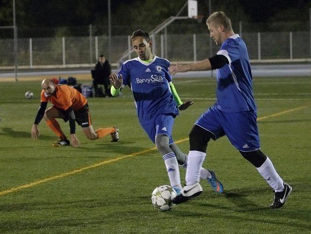 Duel sedmého kola 2. Digamama Brno ligy Brněnského svazu malé kopané mezi týmy Corinto Blues (v modrém) a Dynamo Haná vyzněl pro domácí Corinto.