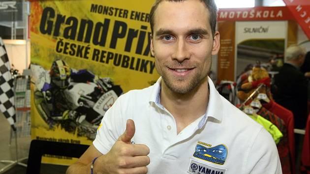 Motocyklista Ondřej Ježek závodí i na horských kolech, tentokrát vyrazil na silnici.