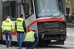 Nehoda tramvaje a nákladního auta ve Štefánikově ulici v Brně.
