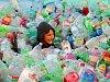 Zábava ve spalovně: zkusili si práci popelářů nebo si zaplavali v moři plastů