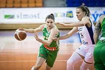 Basketbalistky KP Brno (v zeleném) při eurocupovém duelu proti polskému Gorzówu.