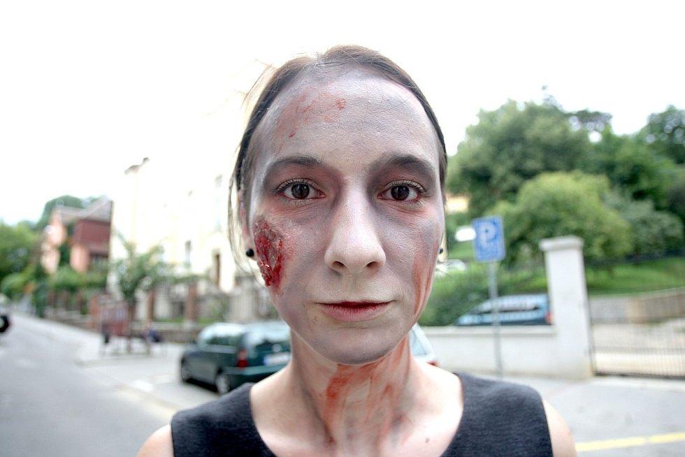 Natáčení absolventského filmu v brněnské Pellicově ulici s hororovou tematikou.
