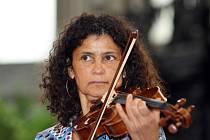 Zpěvačka a houslistka Iva Bittová.