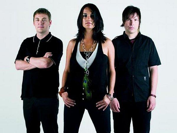 Kapela Kosheen, kteří získali dvě nominace na Brit Awards, patří kbritským kapelám nejčastěji vystupujícím vČeské republice.