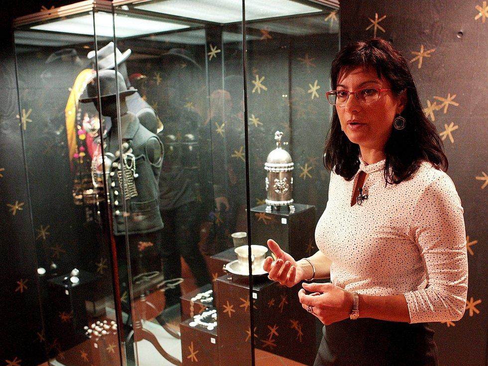 Výstavu šperků s téměř čtyři sty exponáty ve čtvrtek zahájí Muzeum romské kultury v Bratislavské ulici. Název výstavy, jejíž cena vystoupala na čtyři miliony korun, zní Poklad Romů.
