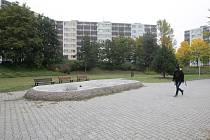 Radnice Brno-jih se zabývá sídlištěm v Komárově. Sbírá od místních náměty, co do vnitrobloku přidat. Lidé navrhli umístění kavárny nebo terasy na opalování.