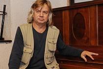 Tomáš Kytnar působil v letech 1983 až 1989 ve skupině Makyota, od roku 2000 je kapelníkem amatérských muzikantů Tady To Máš.