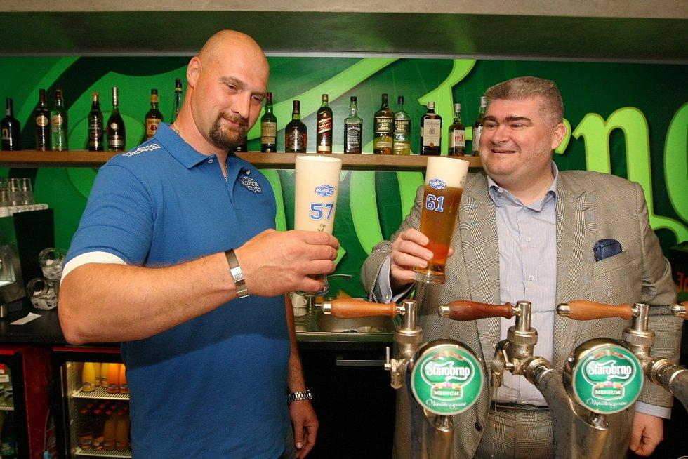 Klub brněnské Komety spojil představení posil pro nadcházející sezonu s otevřením nové restaurace v areálu Kajot Areny.