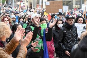 Brno 17.11.2020 - demonstrace na brněnském Zelném trhu proti vládním opatřením souvisejícími se šířením koronaviru