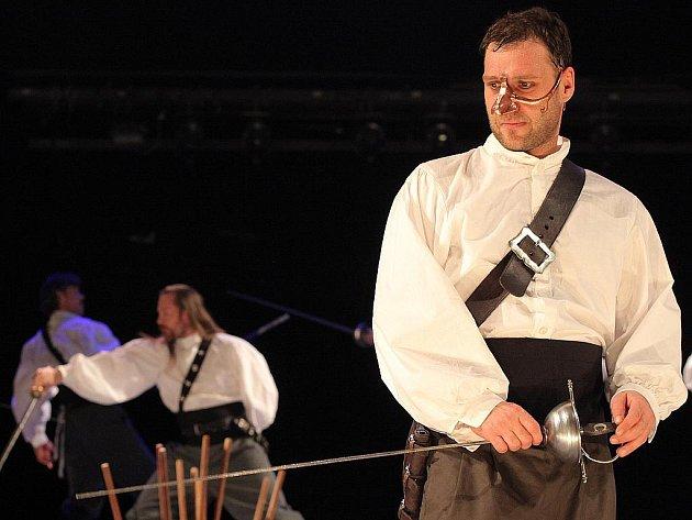Petr Halberstadt jako Cyrano z Bergeraku.