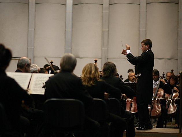 Filharmonie Brno a dirigent Ondrej Olos.