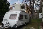 Manželé Gasnárkovi se rozhodli, že půjčí svůj karavan hodonínské nemocnici.