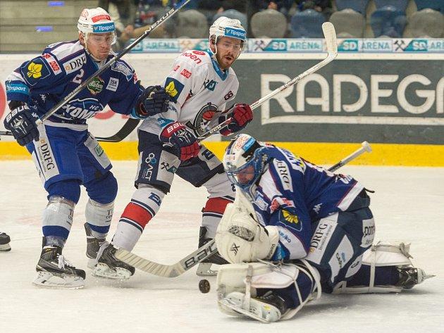 Hokejisté Chomutova porazili v úvodním zápase předkola play off extraligy Kometu Brno 2:1 v prodloužení. V 63. minutě rozhodl svou druhou brankou v utkání kanadský obránce Brett Skinner. Série hraná na tři výhry pokračuje v úterý opět na severu Čech.