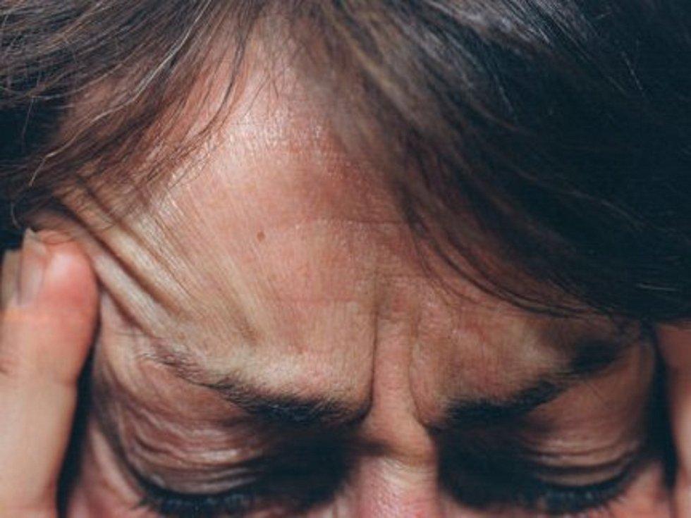 Bolesti hlavy, migréna. Ilustrační foto